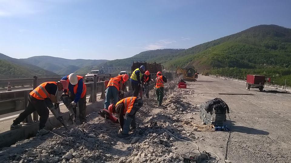Събаряне на къща и работа по големи инфраструктурни обекти (ВИДЕО)