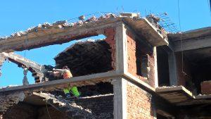 Умело боравене с техниката и преценка на риска при къртенето на постройката