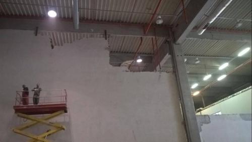 Къртене-почистване-стена-1
